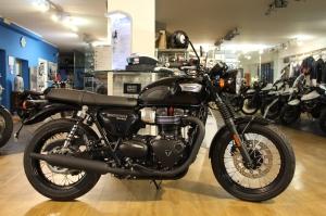 Prova la nuova Triumph T100 Black 2017